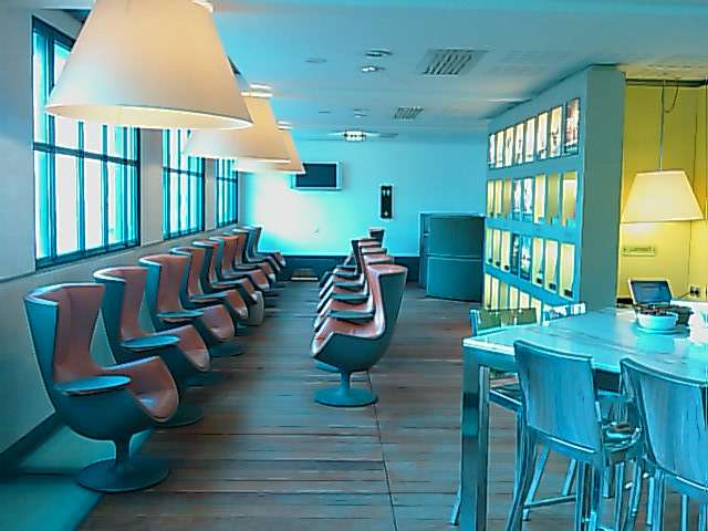 Eurostar lounge Paris - 2nd floor again